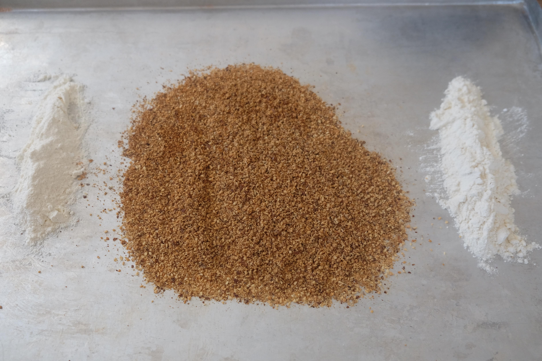 geröstete Haselnüsse, Mehl, Backpulver