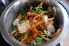 Gemüseabschnitte kochen